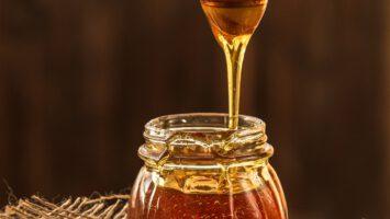 Kazí se med