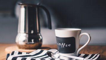 příprava černé kávy