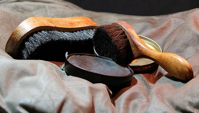 čištění kožené obuvi