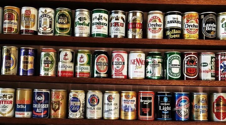 plechovky piva