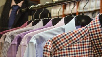 prát a sušit košile